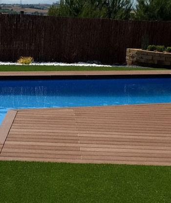 Garden with artificial grass and synthetic platform