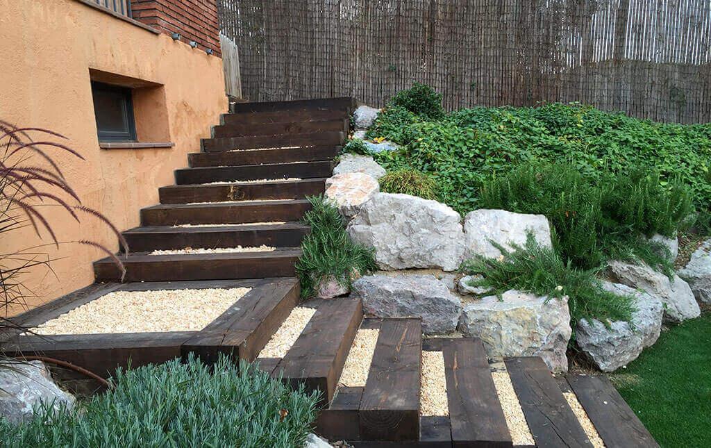 Escalera De Jardin De Madera Of Soluciones Para Jardines Con Desniveles Muros Rocallas Y