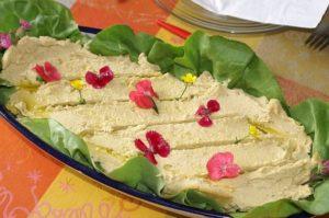 Flores comestibles en platos fuertes