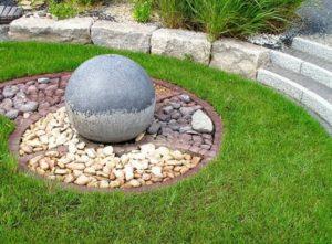 decoración de jardín con granito y mármol