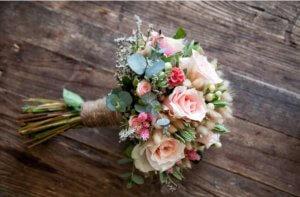 bouquet de plantas artificiales